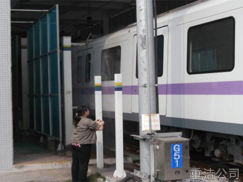 广州地铁车身清洗2